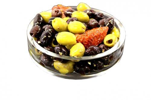 Sunshine Rosemary & Garlic Pitted Olives: 150g